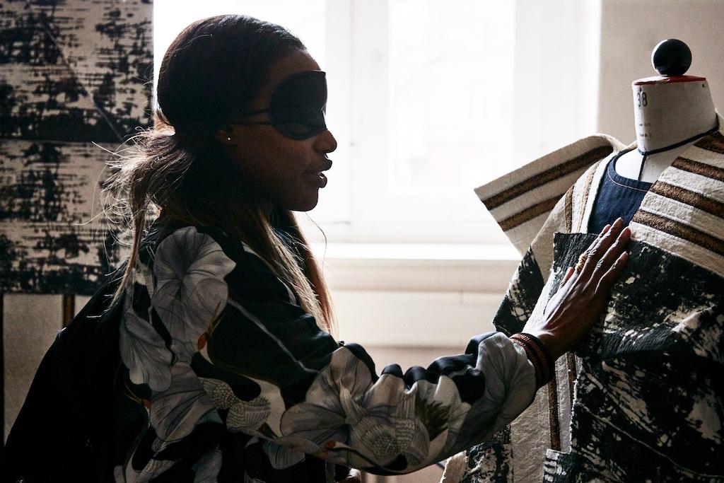 BEYOND SEEING – Innover le design de la mode avec tous les sens
