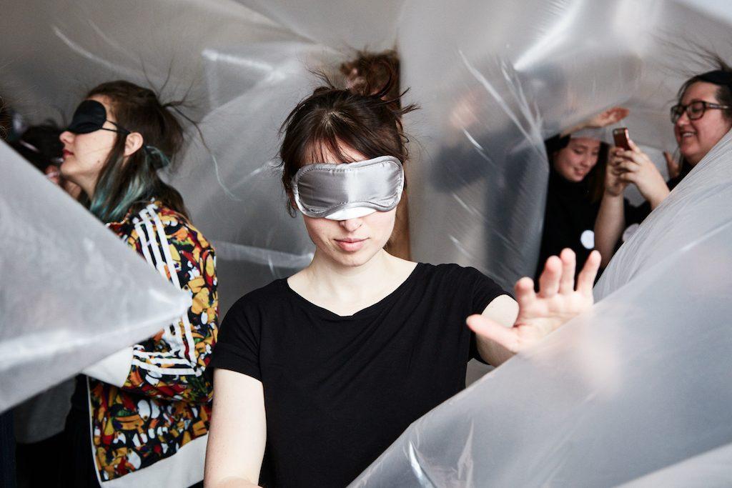 BEYOND SEEING - Innover le design de la mode avec tous les sens