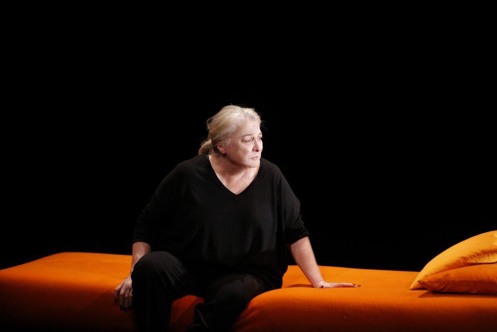 josiane-balasko-theatre-hebertot-la-femme-rompue-simone-de-beauvoir