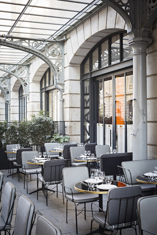 ouverture de la nouvelle terrasse du restaurant lazare sur le parvis de la gare saint lazare. Black Bedroom Furniture Sets. Home Design Ideas