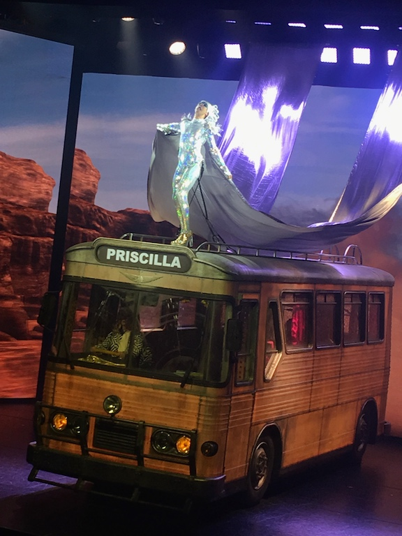 Priscilla Folle du désert la Première au Casino de Paris