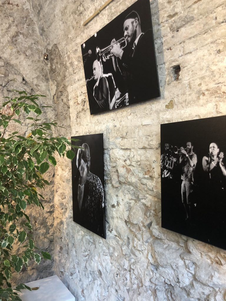 galerie-bains-douches-antibes-zenitude-profonde-le-mag