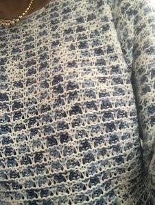 DETAIL Pull crochet Bleu Bonheur zenitude profonde le mag