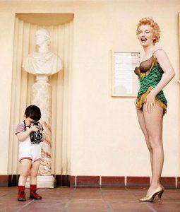 avec Joshua Greene le fils de Milton et Marilyn Monroe - Photographed by Milton H. Greene © 2019 Joshua Greene