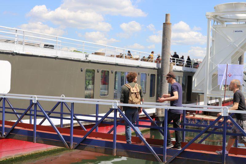 production d'art urbain Quai 36 signe le commissariat d'uneexposition mobile et aérienne inédite avec l'artiste français BLO.