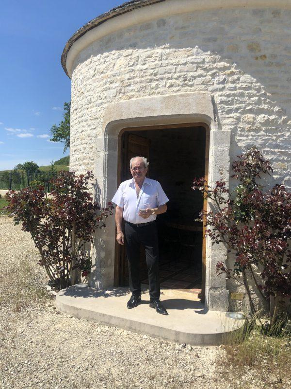 Jean Michel Gremillet devant la Cadole LE CLOS ROCHER - DOMAINE CHAMPAGNE GREMILLET - ©Zenitudeprofondelemag.com