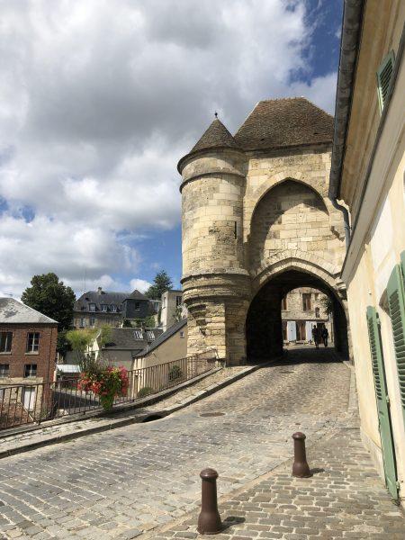 Porte d'Ardon, autrefois Porte Royée, elle ouvrait sur le Palais Royal Carolingien ©zenitudeprofondelemag.com