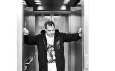 J'arriverai par l'ascenseur de 22h43…