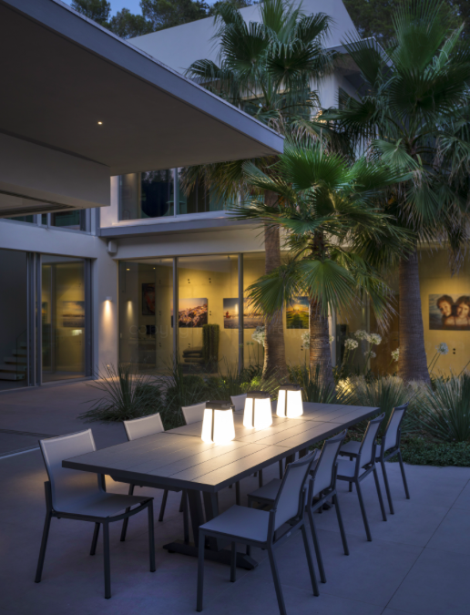 Déco : les 2 collections uniques de luminaires de jardin solaires de la marque Les Jardins®