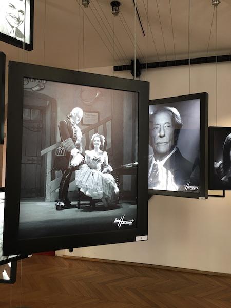 STUDIO HARCOURT - EXPO IN/OUT - La Seconde Surprise de l'amour au théâtre Comédie Française, 1944 ©RMN -zenitudeprofondelemag.com