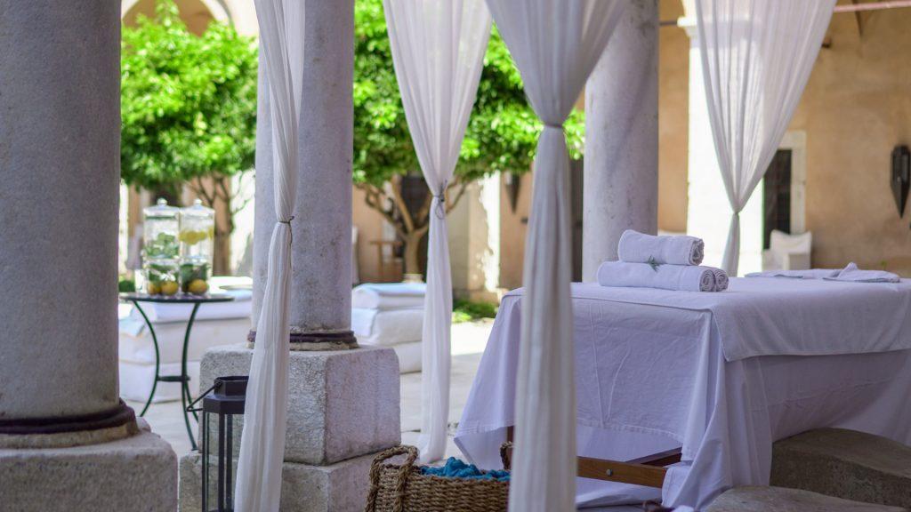 Imaret-Hotel-Squre-Garden-zenitudeprofondelemag.com